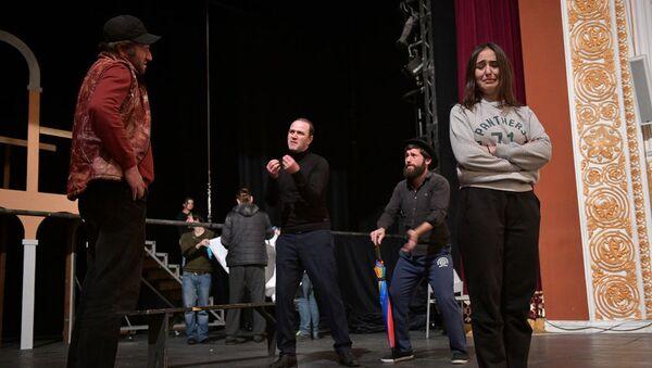 Репетиция спектакля молодежного театра Укрощение строптивой - Sputnik Абхазия