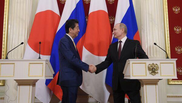 Президент РФ В. Путин встретился с премьер-министром Японии С. Абэ - Sputnik Абхазия