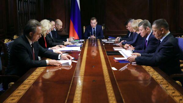 Премьер-министр РФ Д. Медведев провел совещание с вице-премьерами РФ - Sputnik Абхазия