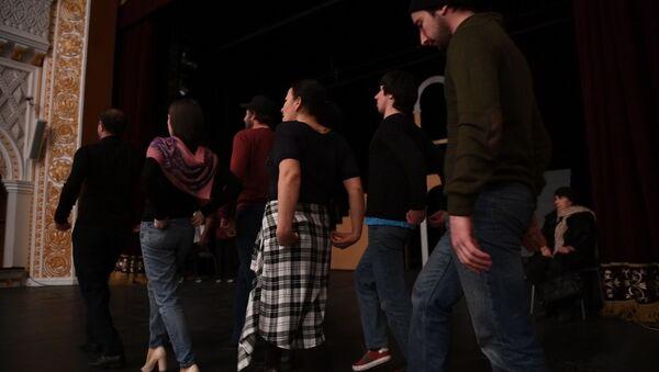 Укрощение по-абхазски: как Молодежка готовится к премьере по Шекспиру - Sputnik Абхазия