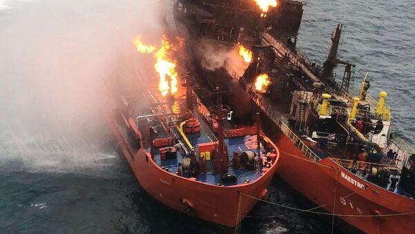 Тушение пожара на танкерах в Керченском проливе - Sputnik Абхазия