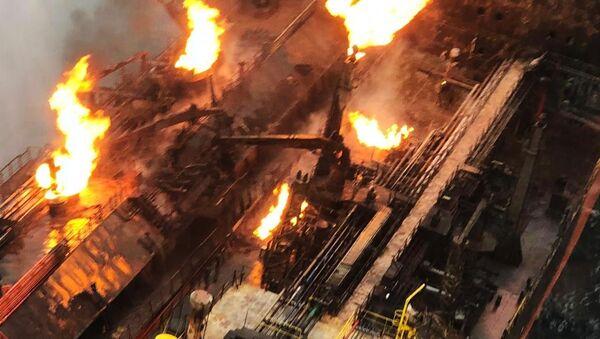Тушение пожара на танкерах в Керченском проливе - Sputnik Аҧсны
