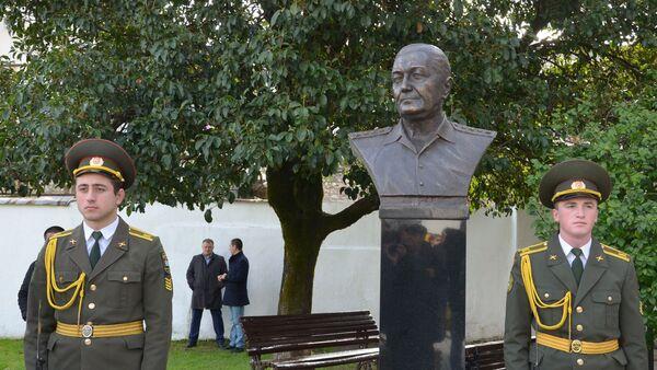 Церемония открытия памятника видному военному и общественному деятелю Сирийской Арабской Республики, генералу Уалиду Маршан - Sputnik Аҧсны