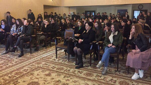 Встреча представительства Россотрудничества в Абхазии с абитуриентами в российские вузы прошла в Доме Москвы 25 января - Sputnik Абхазия