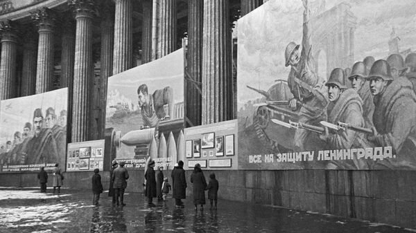 Плакаты на Казанском соборе. Ленинград октябрь 1941 года - Sputnik Аҧсны