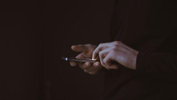Человек с телефоном - Sputnik Абхазия