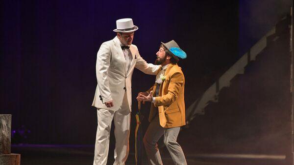 Джинсы, кеды и зажигательные танцы: Молодежный театр показал своего Шекспира - Sputnik Абхазия