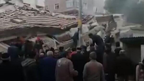Последствия обрушения жилого дома в Стамбуле  - Sputnik Абхазия