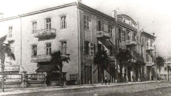 Здание абхазского драмтеатра в 1952 году - Sputnik Абхазия