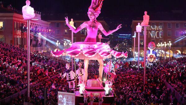 Парад во время карнавала в Ницце  - Sputnik Абхазия