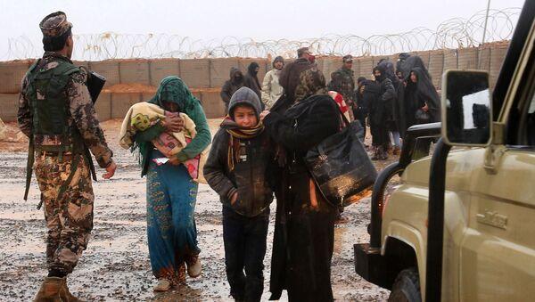 Сирийские беженцы во временном лагере Рукбан, архивное фото - Sputnik Аҧсны
