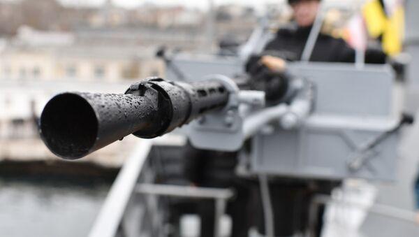 Дуло крупнокалиберного 14,5-мм пулемета на новейшем малом ракетном корабле проекта 21631 ВМФ России Орехово-Зуево - Sputnik Абхазия