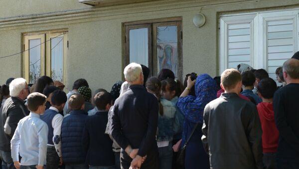 Никуда не делся: смотрите, что стало с ликом Богородицы на окне дома в Гале  - Sputnik Абхазия