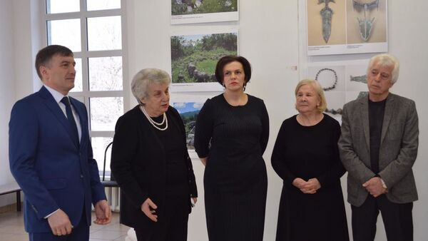 Абхазские художники открыли выставку в Майкопе - Sputnik Абхазия