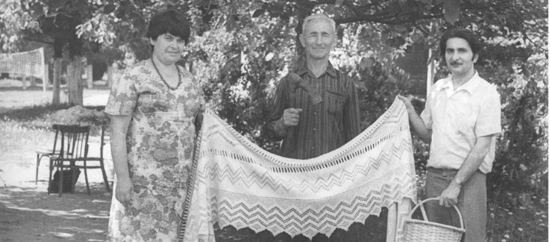 В Ачандаре вместе директором сельского музея Алексеем Хагба и начальником экспедиции в Гудаутский район Артуром Аншба - Sputnik Абхазия, 1920, 23.02.2019