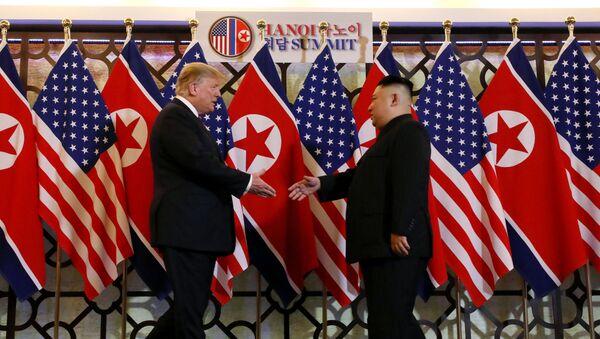 Президент США Дональд Трамп и лидер КНДР Ким Чен Ын Во время встречи в Ханое, Вьетнам. 27 февраля 2019 - Sputnik Аҧсны