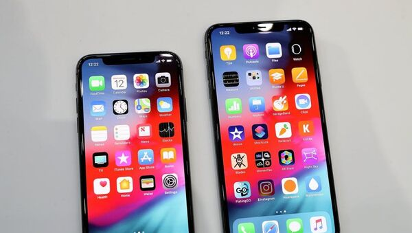 The iPhone XS, left, and the iPhone XS Max - Sputnik Аҧсны