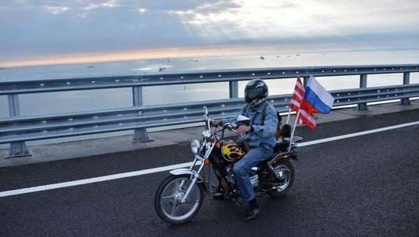 Начало автомобильного движения по Крымскому мосту - Sputnik Абхазия