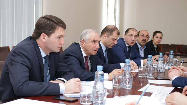 Совещание рабочей группы по анализу хода реализации Инвестпрограммы содействия соцэкономразвитию Республики Абхазия - Sputnik Абхазия