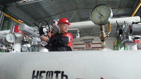 Добыча нефти в городах Ханты-Мансийского автономного округа - Sputnik Абхазия