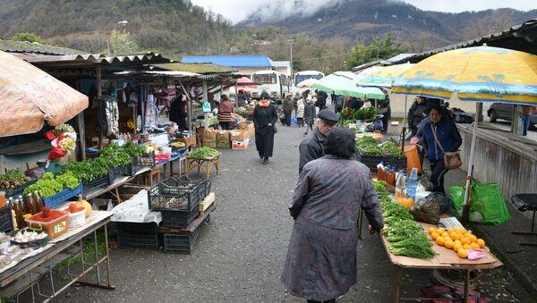 Торговля на рынке Ткуарчала - Sputnik Абхазия