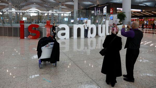 Пассажиры фотографируют новый международный аэропорт Стамбул, в Стамбуле - Sputnik Абхазия