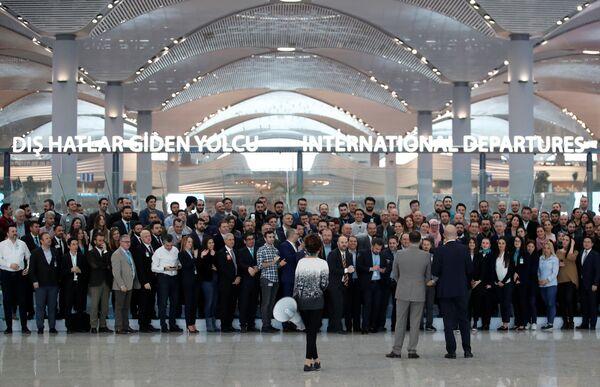 Персонал нового международного аэропорта Стамбул в зале вылета перед вылетом первого самолета. - Sputnik Абхазия