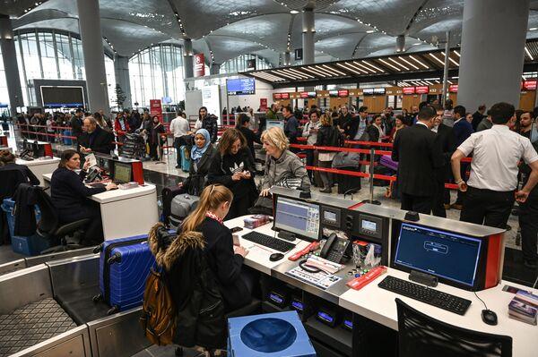 Регистрация пассажиров в первый день в новом международном аэропорту Стамбул, в Стамбуле - Sputnik Абхазия