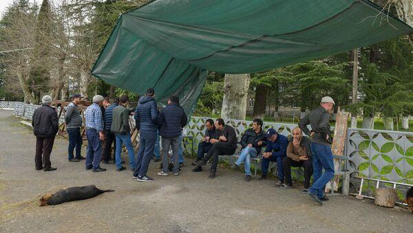 Митингующие требуют предоставить им официальный  указ о закрытии свалки, подписанный президентом Абхазии  - Sputnik Абхазия