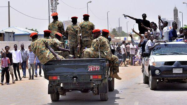 Суданские военные в Хартуме. 11 апреля 2019 - Sputnik Аҧсны