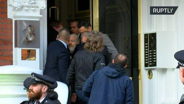Основатель WikiLeaks Дж. Ассанж арестован в Лондоне - Sputnik Абхазия