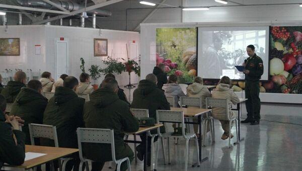 Более 2 тыс. российских солдат и офицеров ЮВО примут участие в написании Диктанта Победы в Абхазии - Sputnik Абхазия