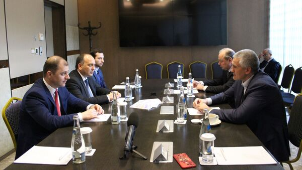 Делегация из Абхазии встретилась с Главой Крыма на форуме в Ялте - Sputnik Абхазия