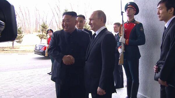 Владимир Путин впервые встретился с Ким Чен Ыном - Sputnik Абхазия