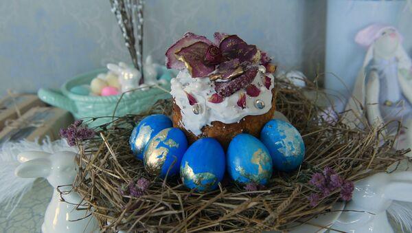 Из простого в золотое: как оригинально покрасить пасхальные яйца - Sputnik Абхазия