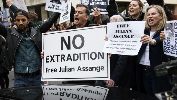 Акция сторонников Дж. Ассанжа в Лондоне - Sputnik Абхазия