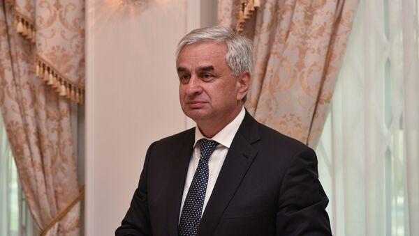 Президент Абхазии Рауль Хаджимба на встече с ветеранами ВОВ - Sputnik Абхазия