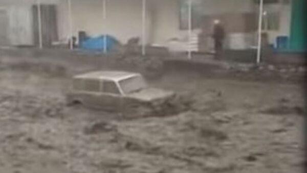 Селевой поток смыл автомобили и стадо в Дагестане - Sputnik Абхазия