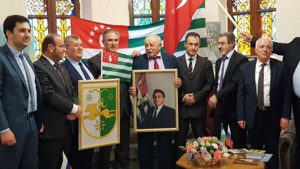 Нхыҵ Кавказ иаҭааз Ҭырқәтәылатәи аԥсуа делегациа - Sputnik Аҧсны