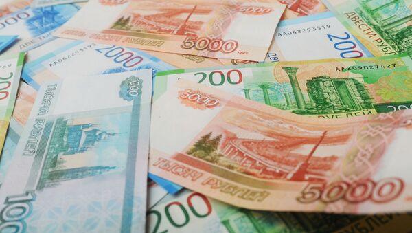 Банкноты номиналом 200, 2000 и 5000 тысяч рублей - Sputnik Абхазия