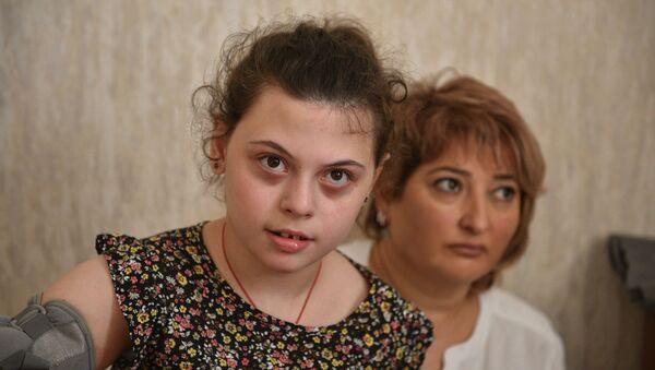 Чтобы Сандра Инапшба смогла ходить, необходимы ежедневные тренировки мышцы. - Sputnik Абхазия