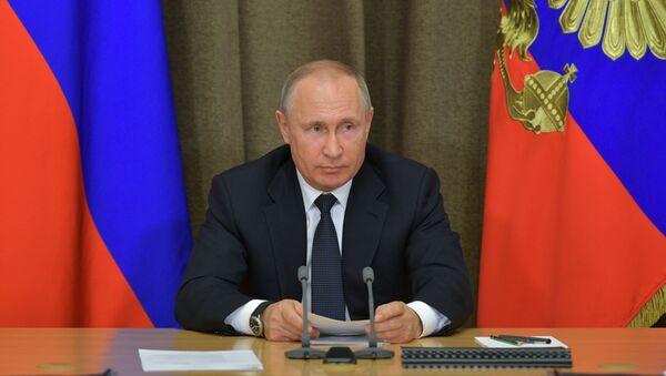 Президент РФ В. Путин провел совещание в рамках серии консультаций с руководством Минобороны РФ и ОПК - Sputnik Абхазия