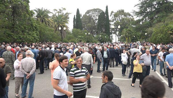 Абхазская оппозиция вышла в Сухуме на акцию протеста - Sputnik Абхазия