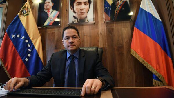 Чрезвычайный и полномочный посол Боливарианской Республики Венесуэла в Российской Федерации Карлос Рафаэль Фариа Тортоса во время интервью - Sputnik Абхазия