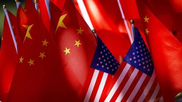 Флаги США и Китая - Sputnik Абхазия