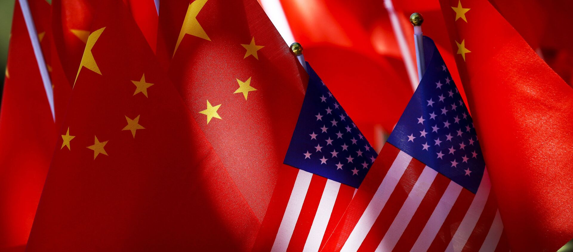 Флаги США и Китая - Sputnik Абхазия, 1920, 05.10.2020