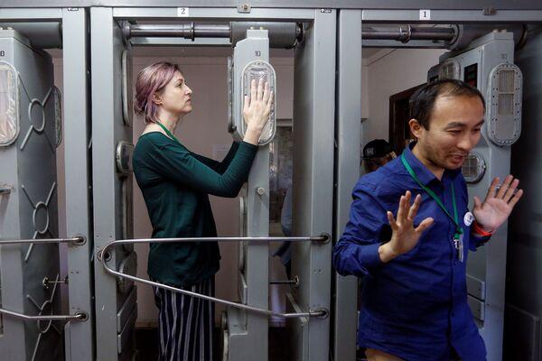 Туристы во время посещения Чернобыльской АЭС - Sputnik Абхазия