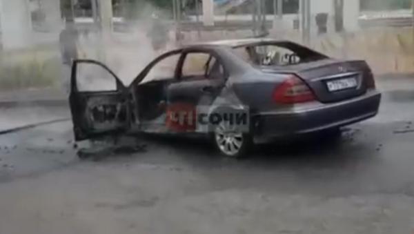 В Сочи сгорел автомобиль - Sputnik Абхазия