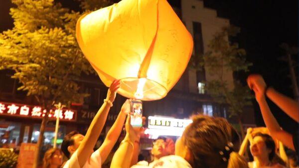 Фонари осветили ночное небо: китайские студенты помолились об успешной сдачи экзаменов - Sputnik Абхазия