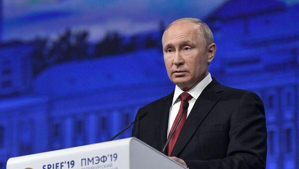 Президент РФ В. Путин на Петербургском международном экономическом форуме. - Sputnik Абхазия